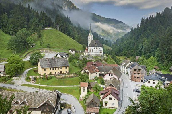 Solcava - Pogled na cerkev